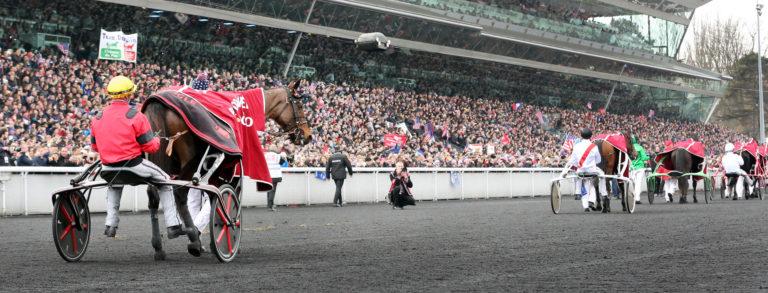 Bold Eagle defilerar framför 37.021 personer på Vincennes. Foto Mia Törnberg