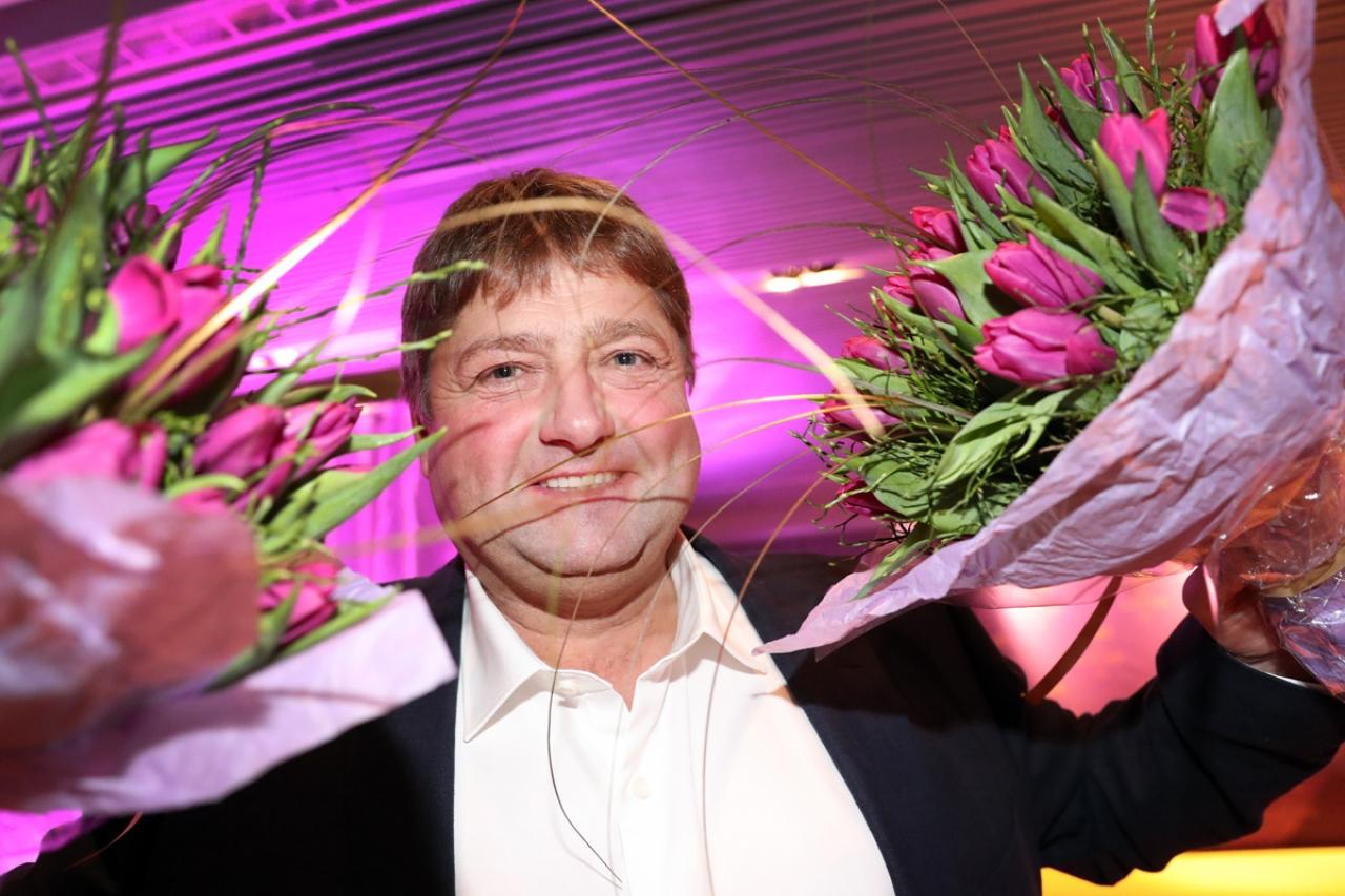 Svante Båth har skänkt ersättningen han fått från föredrag under hösten till ponnyverksamhet på Solvalla och Umåker. I helgen aktiveras pengarna – på V75! Foto Mia Törnberg