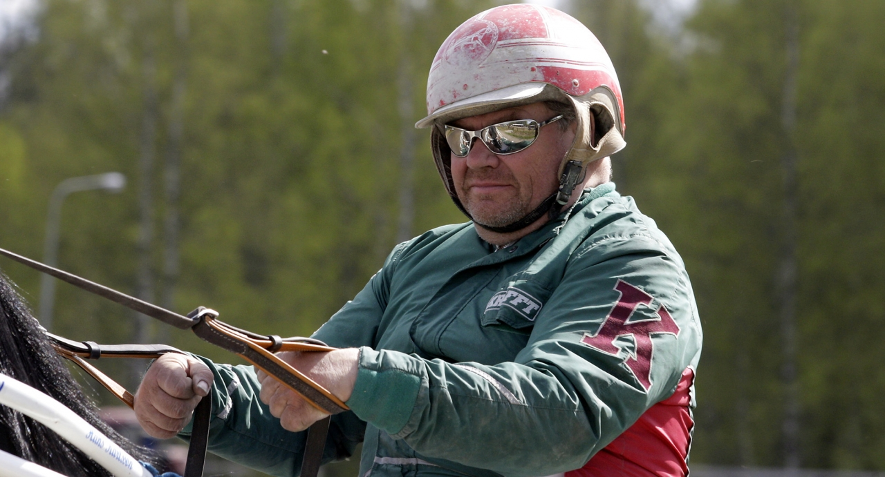 Hans Karlsson uttalar sig om varför han blivit utesluten ur Örebrotravets lokala tränarförening. Foto Lennart Kihlman/ALN