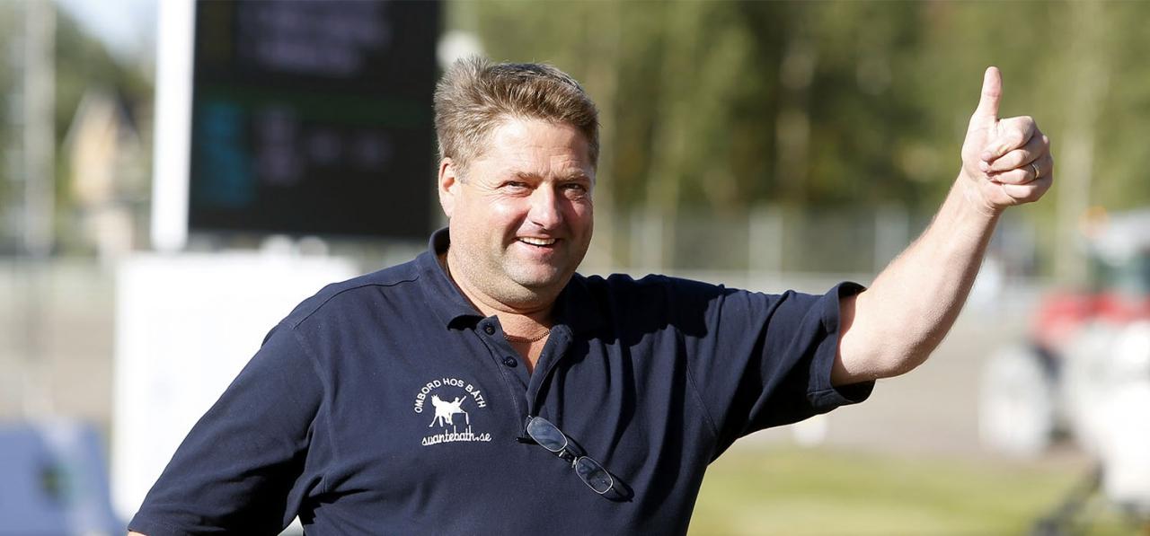 Svante Båth har börjat flytta hästar. Foto Micke Gustafsson/ALN
