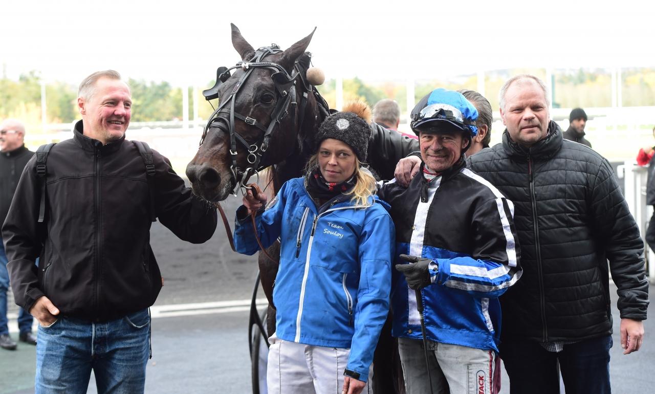 Cash Gamble inledde vinterns tävlande med att vinna på Vincennes. Foto: Gerard Forni.