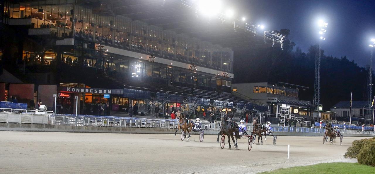 Solvalla delar kvällens omgång med Jägersro. Foto Micke Gustafsson/ALN