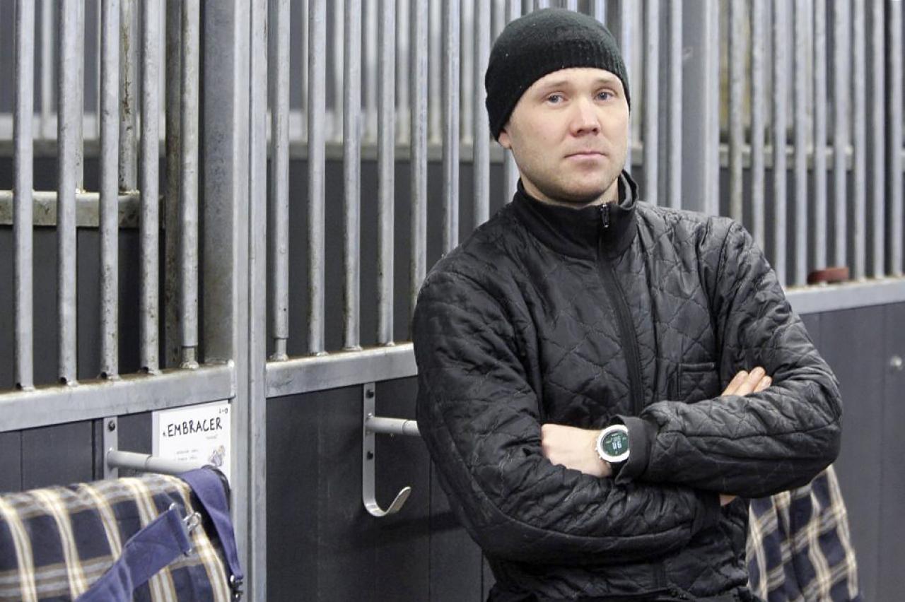 Juuso Holttinen tar över träningen av Fire to the Rain. Foto: Ville Toivonen/ravinetti.fi