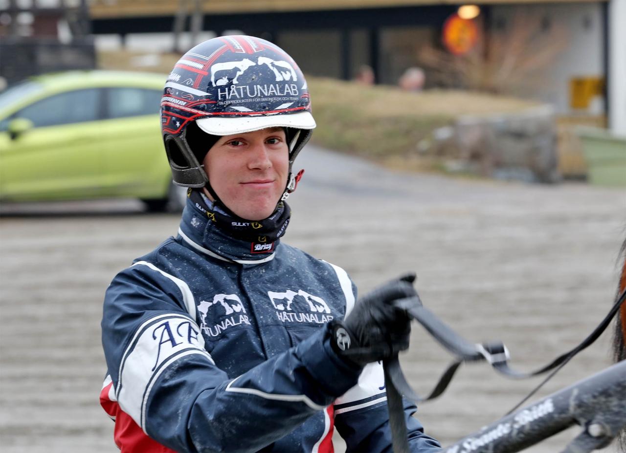 Anders Eriksson tog en kuskdubbel på Solvalla. Foto Jeannie Karlsson/Sulkysport