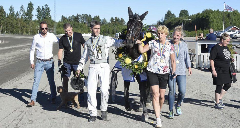 Mikael Olsson och Mofaksan efter segern i Sto SM, Travsport, Sulkysport