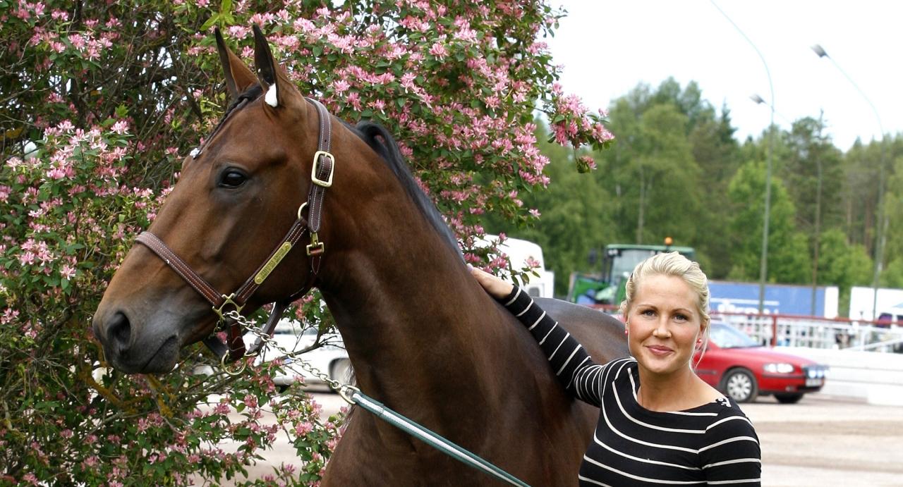 Perfectly Enough och hans ägarinna Anna Yttergren. Foto Hanold/ALN