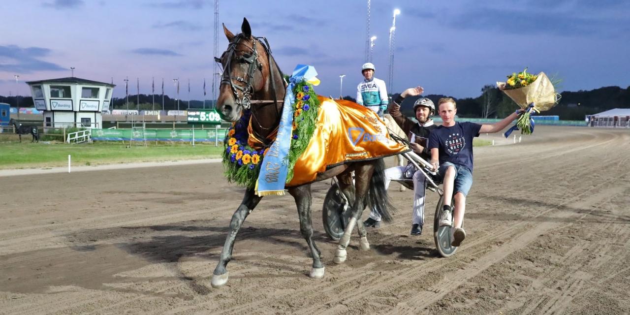Perfect Spirit segerdefilerar I Sprintermästaren 2018. Foto Mia Törnberg.