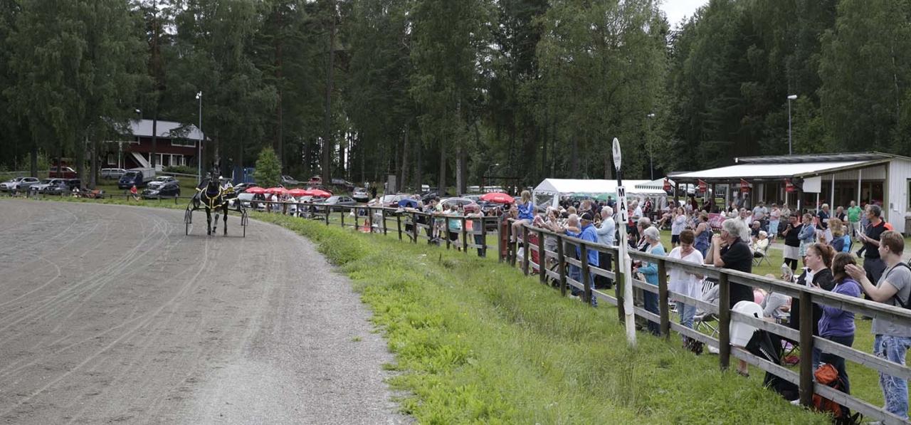 Gemytliga Arvikatravet är förbereda för att arrangera sin årliga V64-omgång. Foto Lennart Kihlman