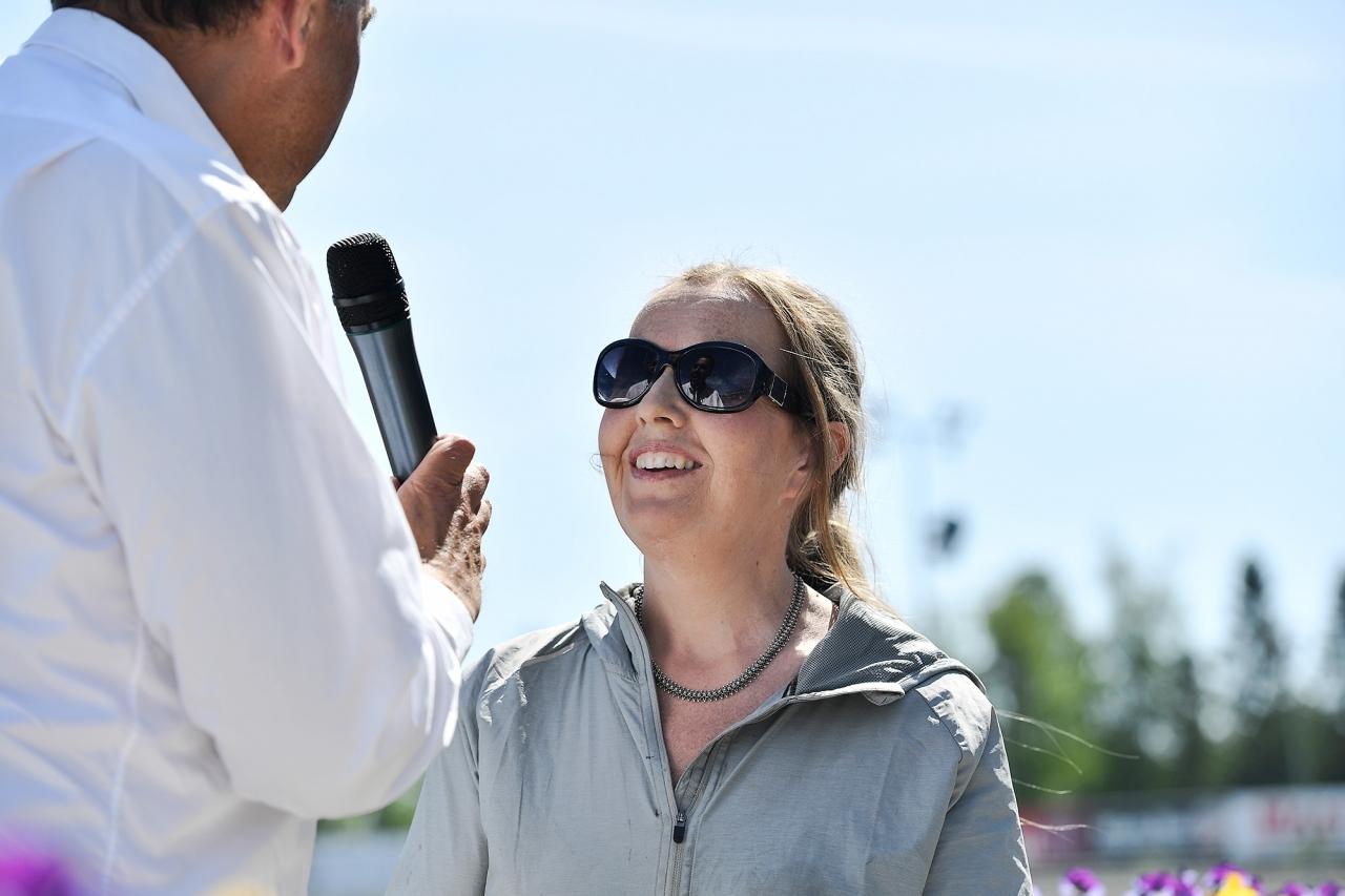 Kommer solen skina på Catarina Norqvist under lördagen? Umåkeramatören startar två hästar inom V75-spelet på Bergsåker. Foto: Jenny Rehnman