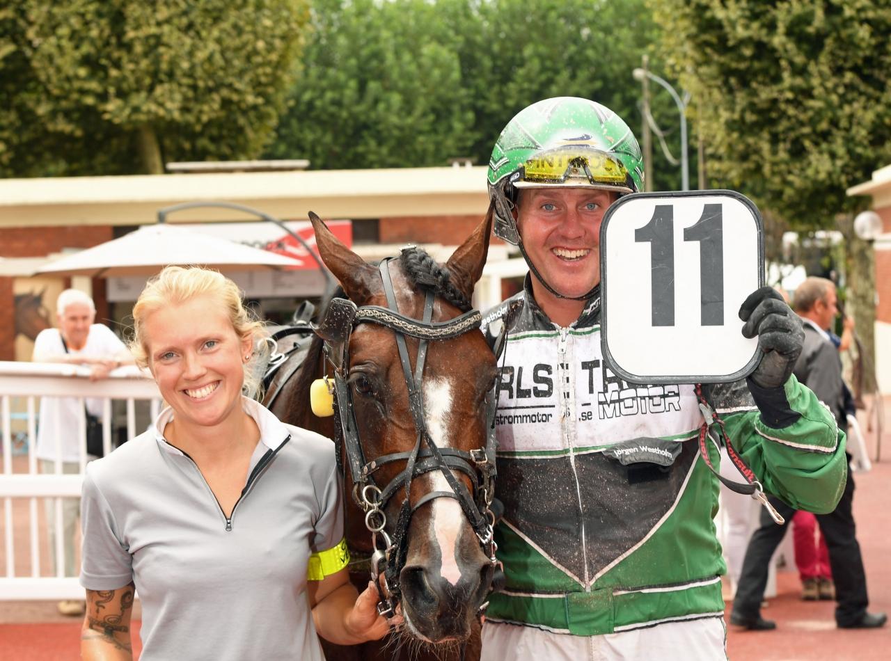 Jörgen Westholm och Evelina Månsson efter segern på Enghien idag med Usain Henna. Foto: Gerard Forni
