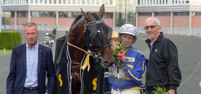 Ake ar kungen av svensk travsport
