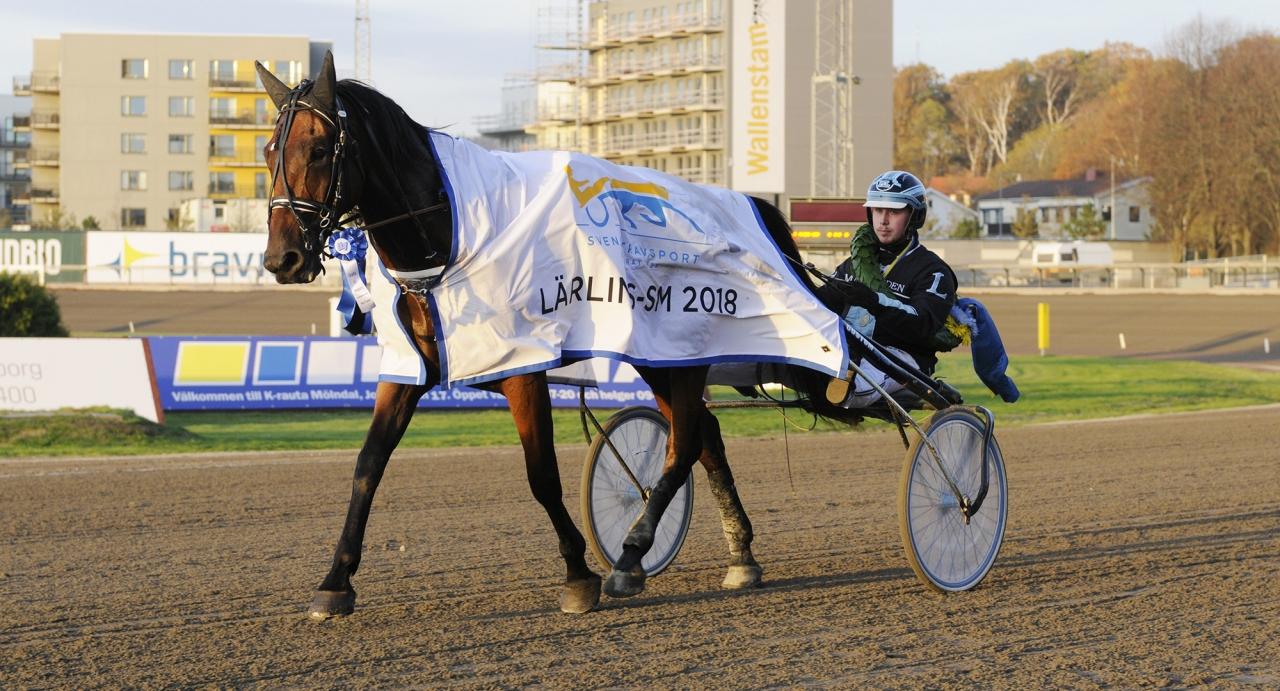 Micael Lindblom hade full koll på konkurrenterna när han vann lärlings-SM med Athos Race. Foto Sidmakarn