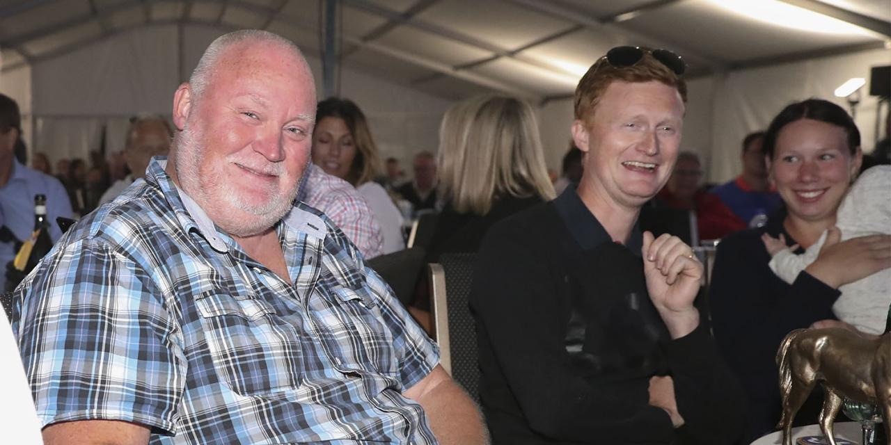 Leif Bengtsson, Patrik Fernlund och Jasmine Ising tillsammans på Sweden International Yearling Sale i augusti. Foto Mia Törnberg/Sulkysport