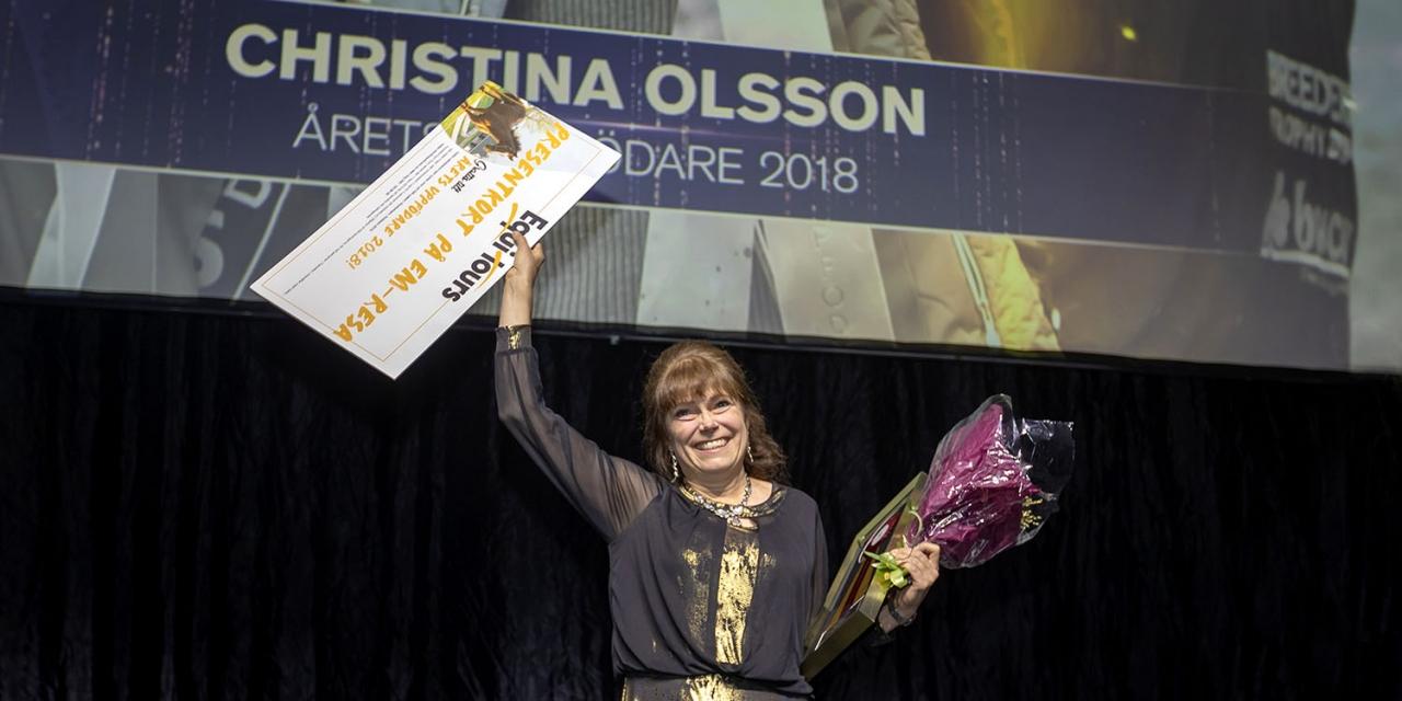 En glad Christina Olsson prisades som Årets Uppfödare vid Ryttargalan för hennes uppfödningars framgångar på dressyrbanan. Foto Roland Thunholm