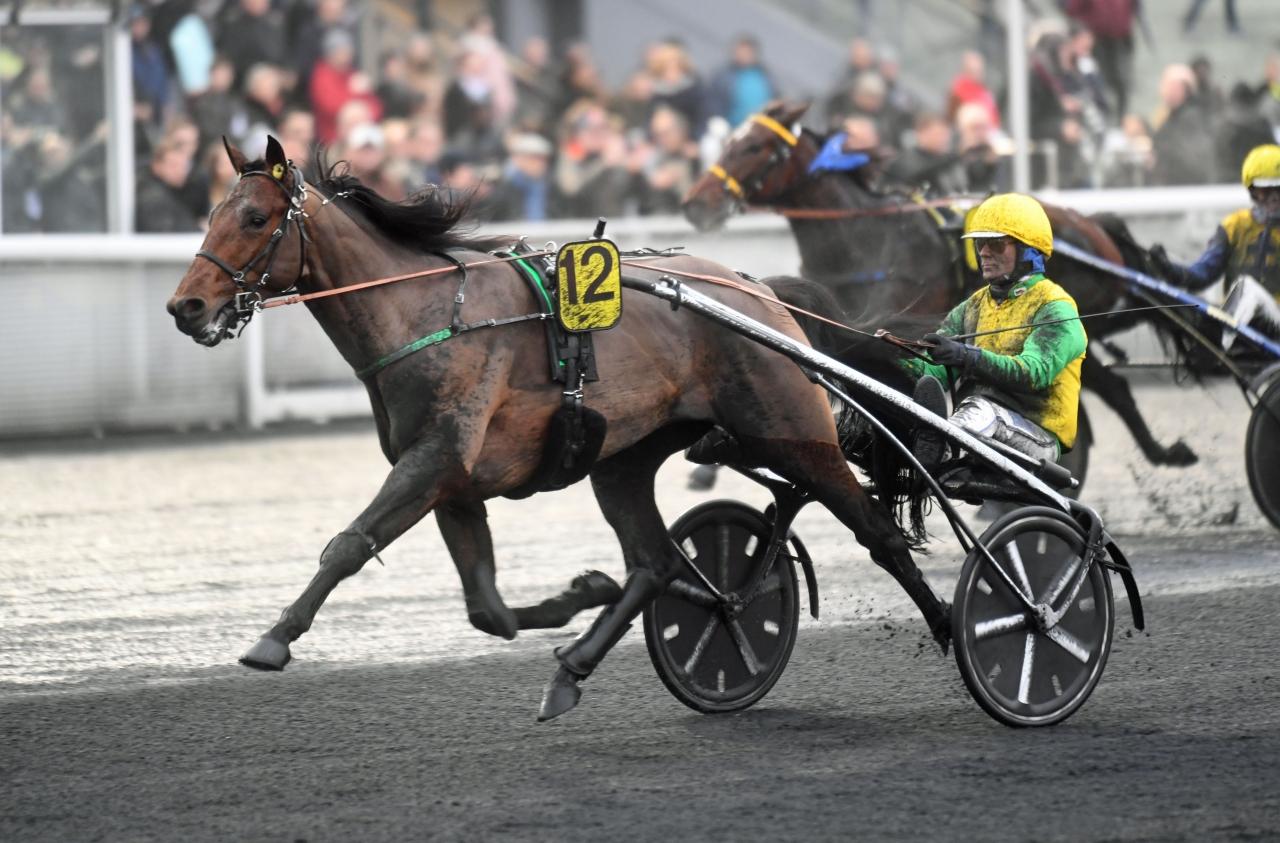Storfavoriten Fame Time Bourbon och Björn Goop vann Criterium des 3 ans. Foto: Gerard Forni
