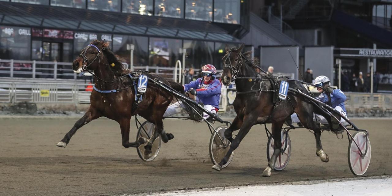 Belker (utvändigt) och Torbjörn Jansson tog sig över två miljoner intjänat när han med minsta marginal avgjorde för Alien Kronos. Foto Mia Törnberg