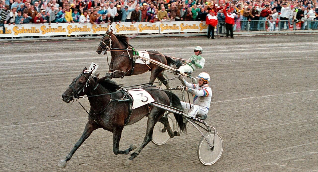 Copiad gick segrande ur Elitloppsduellen mot Pine Chip 1994. Året efter vann han också Elitloppet inför rekordpublik. Foto: Stalltz.se
