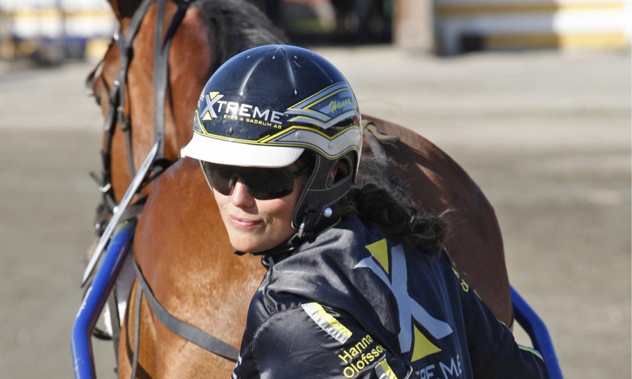 Hanna Olofsson säkrade kusk- och tränarchampionatet i Skellefteå när hon vann tre lopp finaldagen. Foto: Hanold/ALN