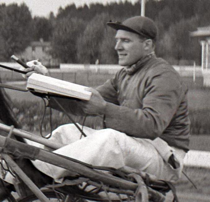 Bengt Andersson i sulkyn. Foto Stalltz.se