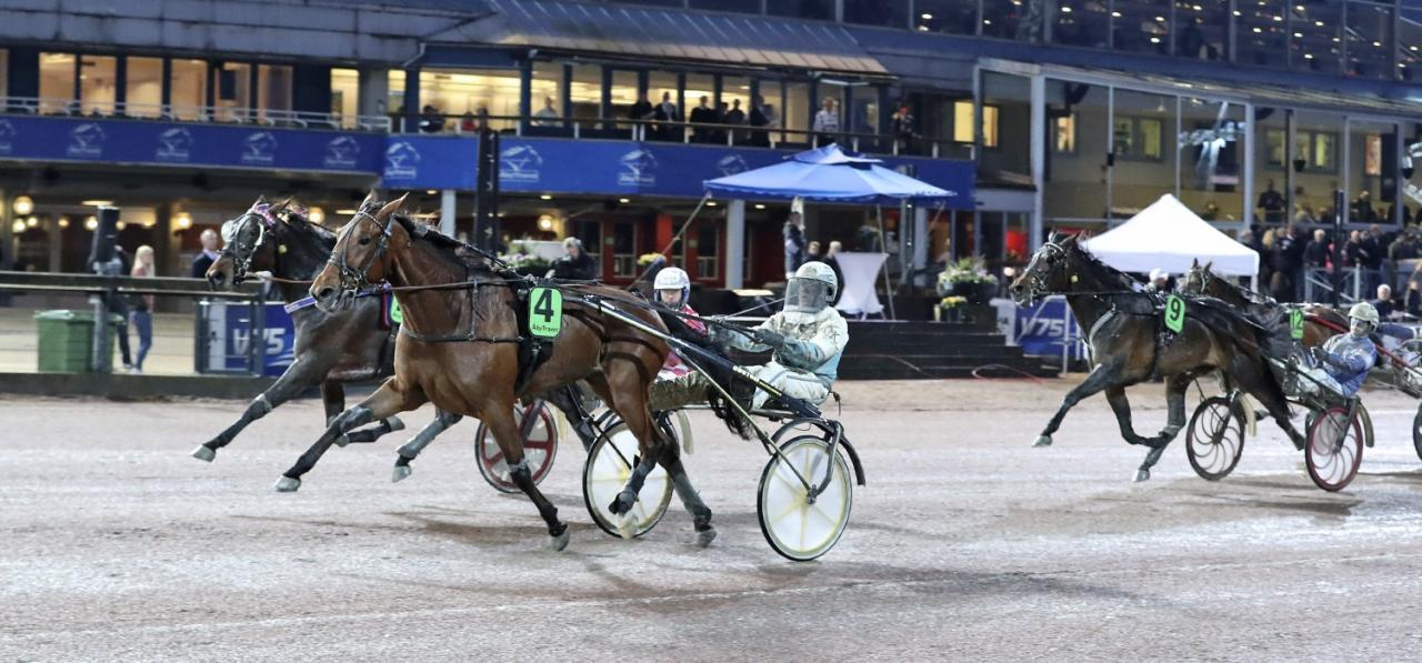 Undine startar från spår 4 i finalen. Foto Mia Törnberg