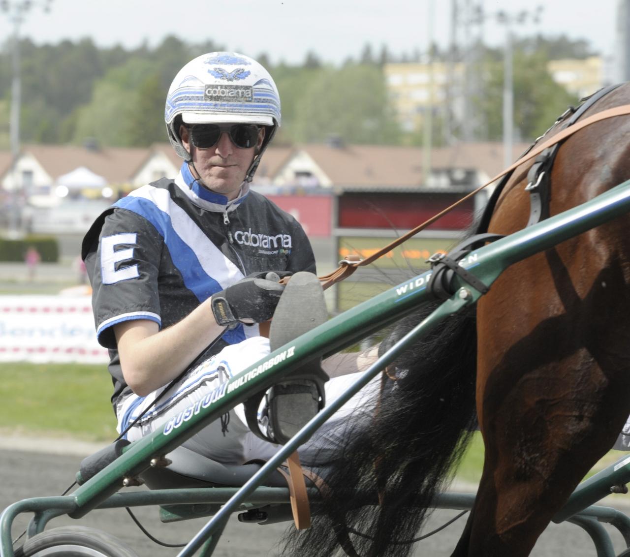 Christoffer Eriksson ska köra Fascinations förstfödda avkomma i tävlingsdebuten. Foto Leif Norberg/ALN