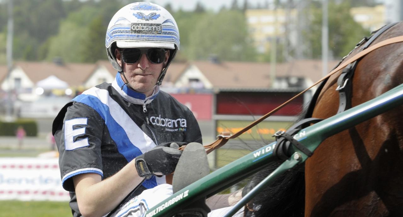 Christoffer Eriksson blev kuskchampion på Kalmar efter seger i dagens sista lopp. Foto Leif Norberg/ALN