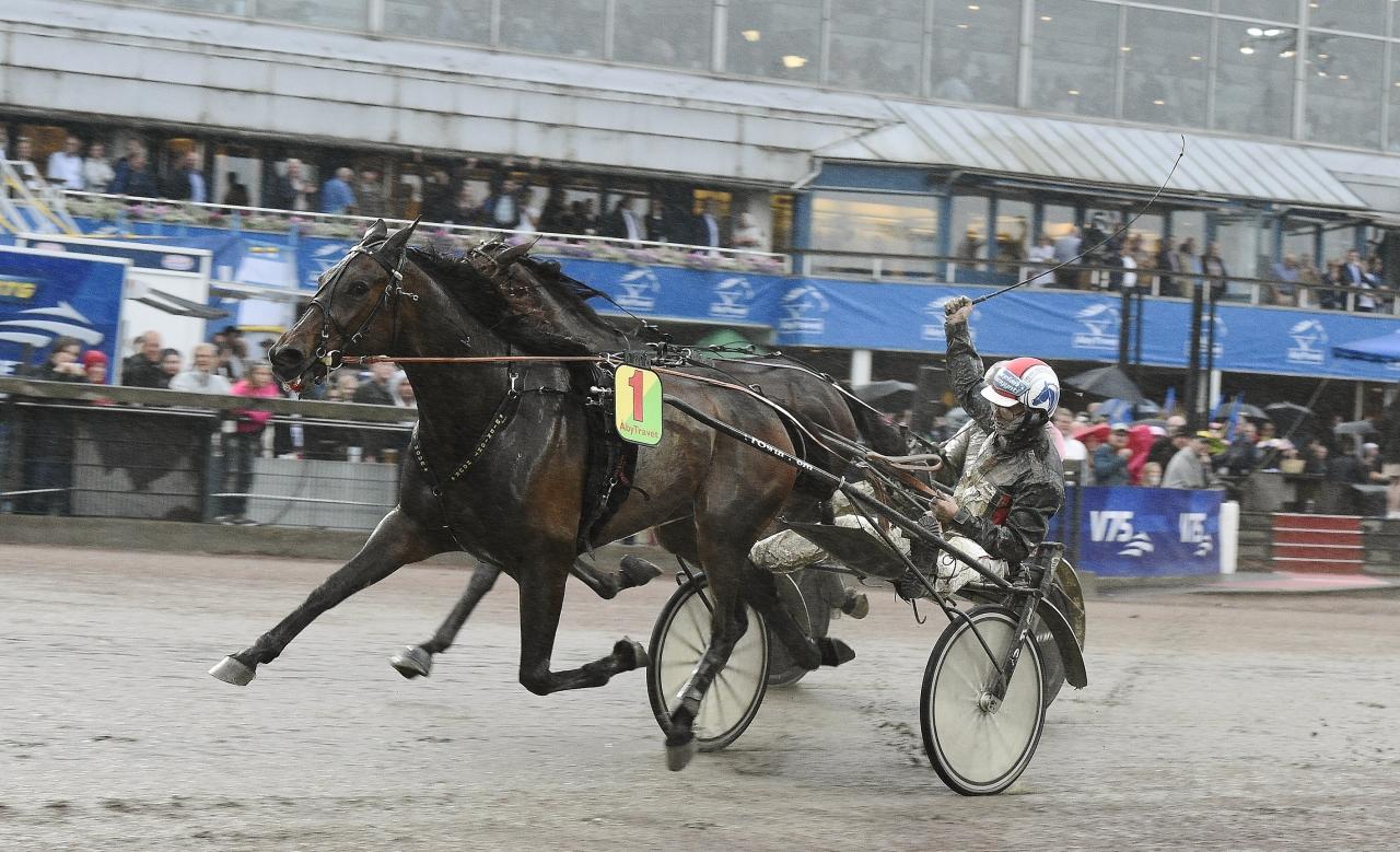 Ifjol vann Midnight Hour Åby Stora Pris i regn och rusk. Åby hoppas givetvis på bättre yttre förutsättningar i år då man kör om hela 8,8 miljoner kronor under tävlingsdagen. Foto Adam Ström/stalltz.se