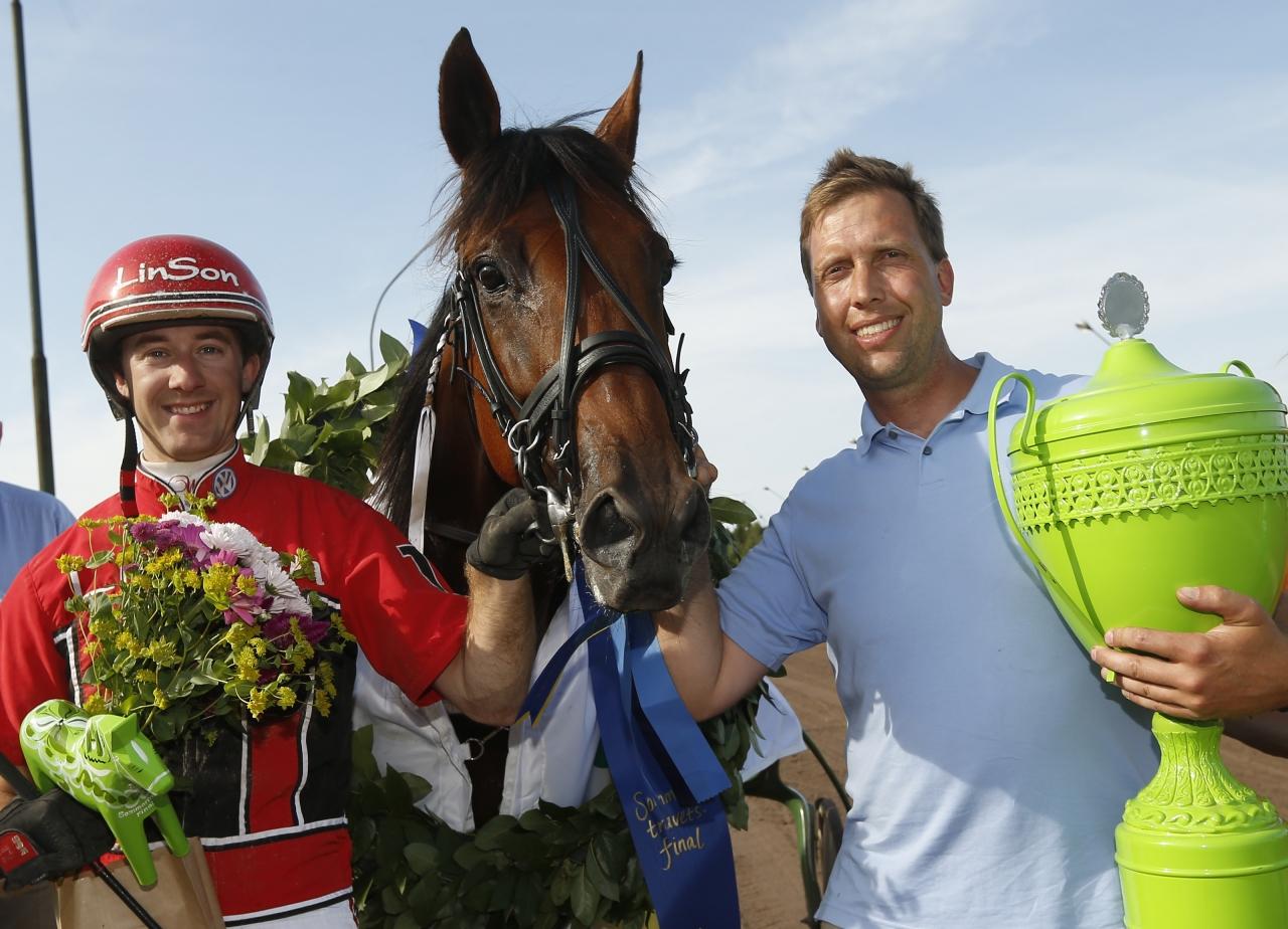 2013 vann Niclas Dyrberg (th) Sommartravets final med Zinedine Bob, körd av Johan Untersteiner. Nu är han åter i hetluften med V75-aktuelle Kung Edward. Foto: Hanold/ALN