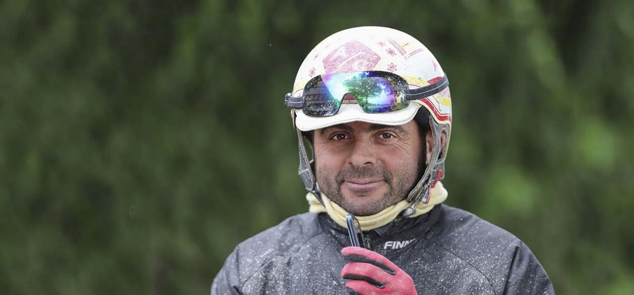 Alessadro Gocciadoros var i blickpunkten igår efter ha drivit en häst på ett mycket fult sätt i Neapel. Foto Jeannie Karlsson/Sulkysport