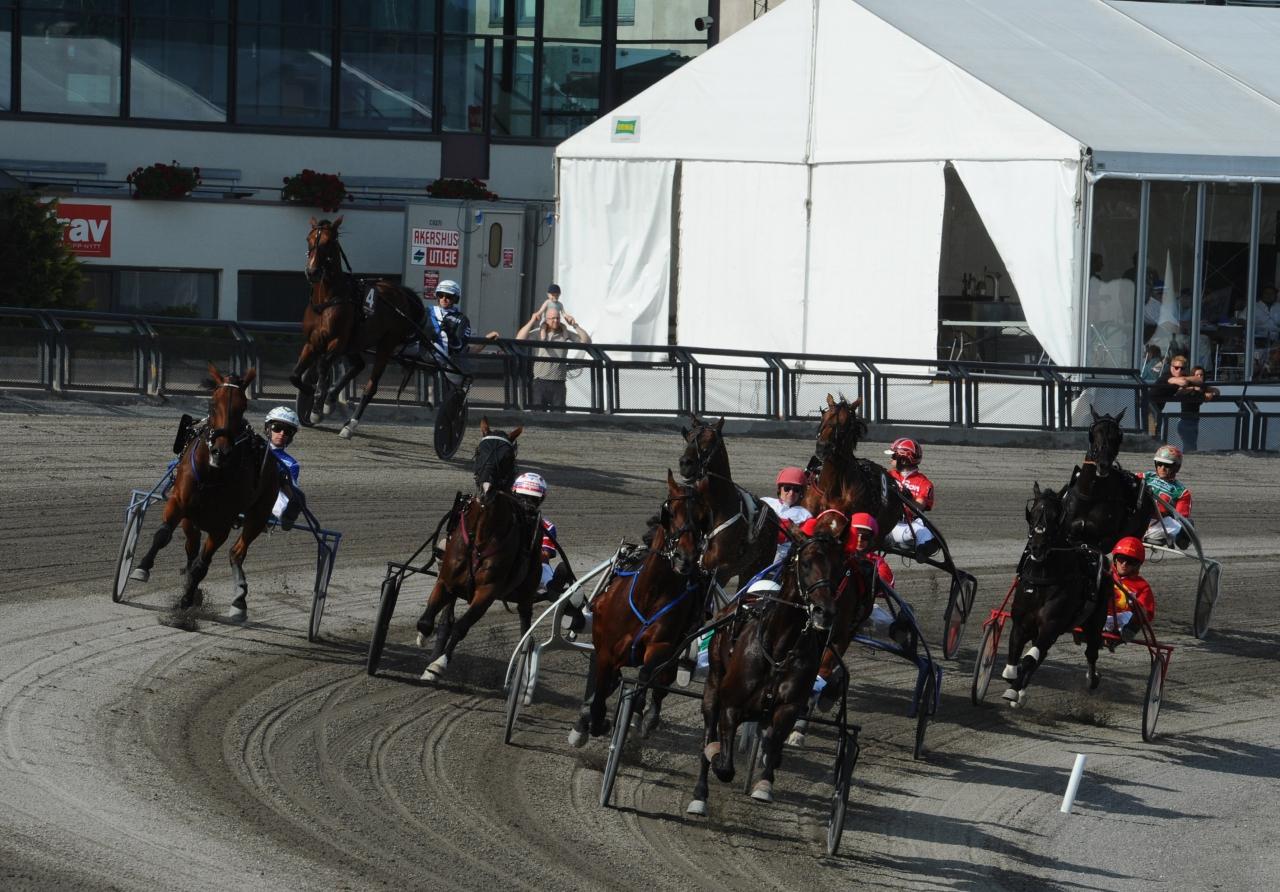 Det blev inte bara galopp för Twister Bi i Oslo Grand Prix, utan också för arrangören Bjerke både gällande omsättning och publiktillströmning. Foto: Adam Ström/stalltz.se