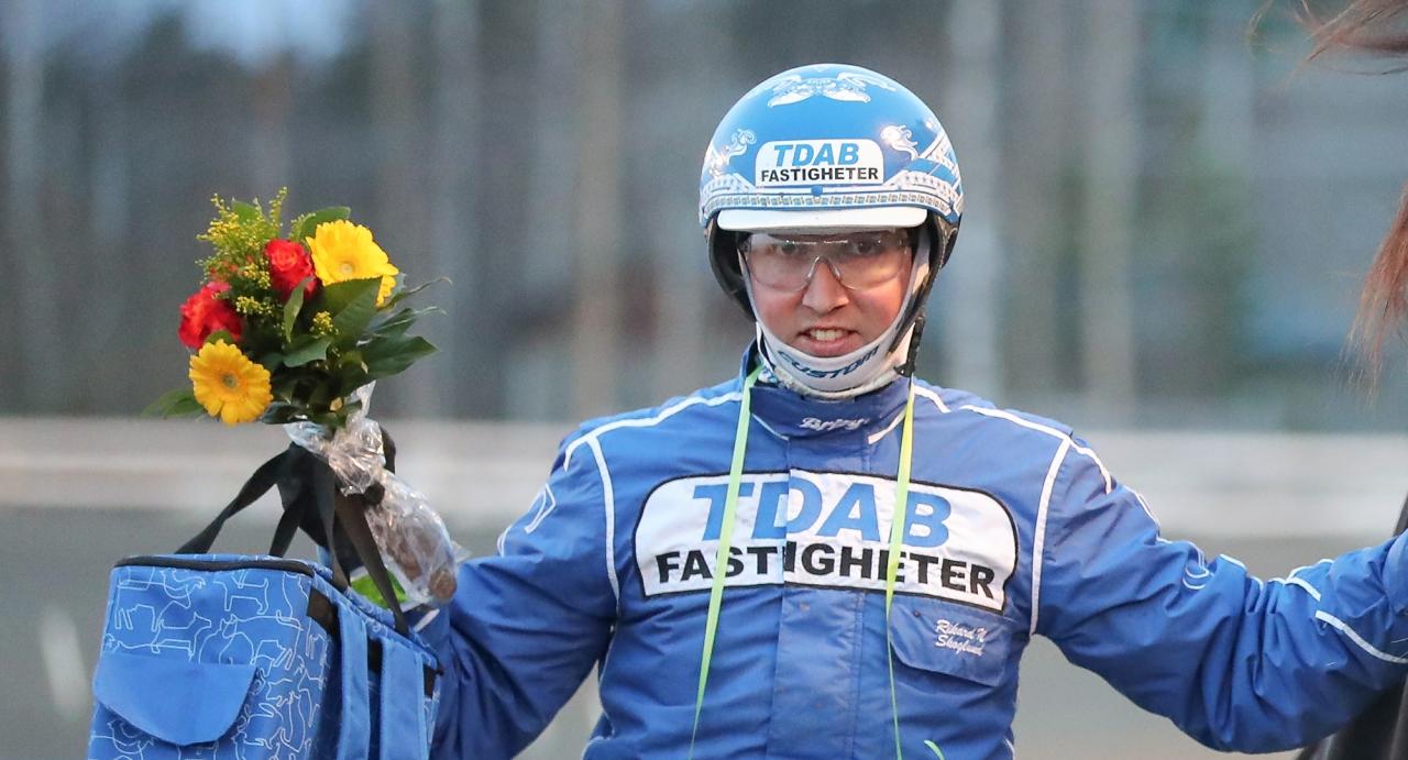 Rikard N Skoglund tog under fredagen en trippel. Foto Jeannie Karlsson/Sulkysport