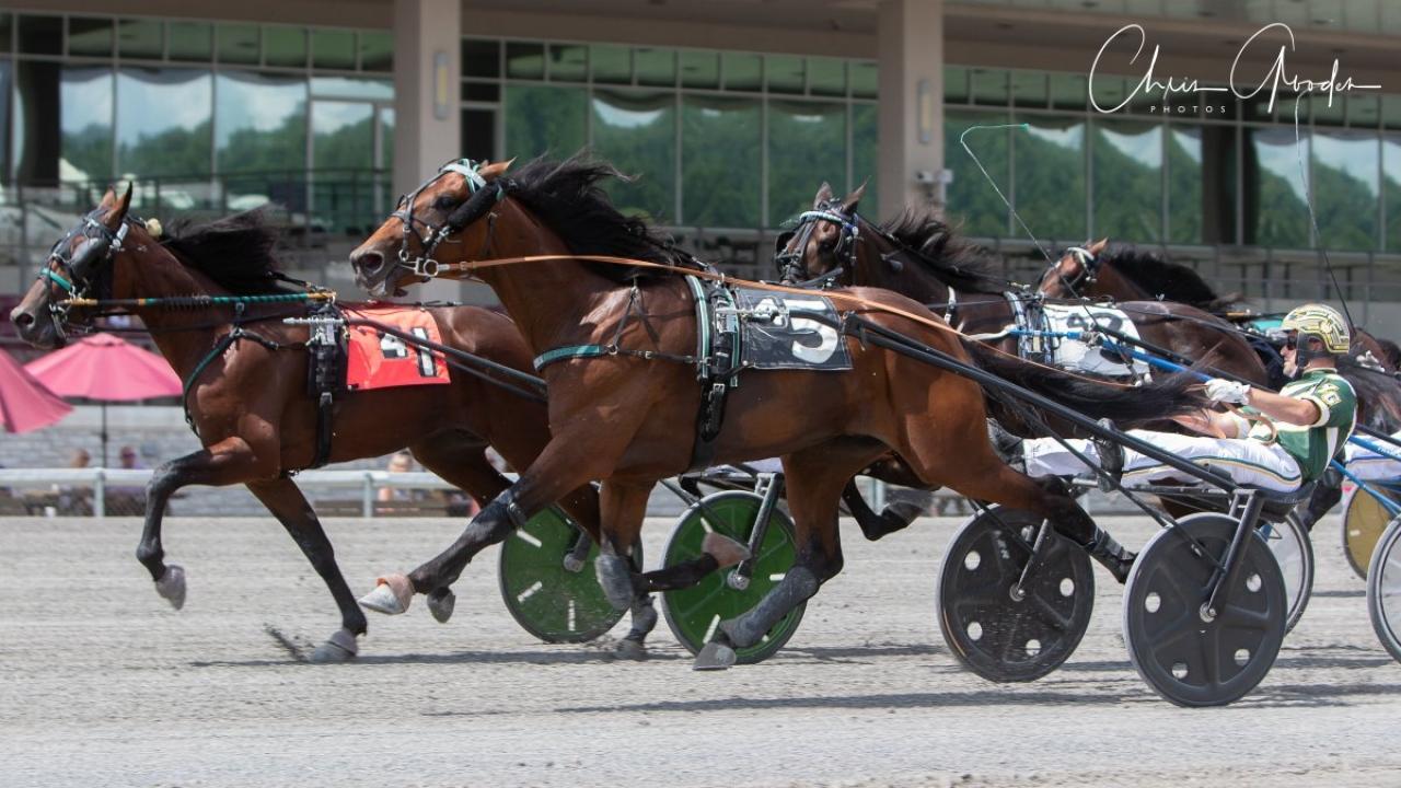 Osterc (invändigt) och Yannick Gingras vid en tidigare seger. Foto: Chris Gooden