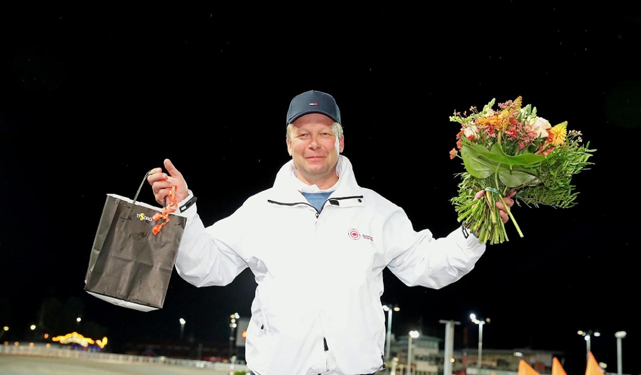 Får Petri Salmela ta emot hederspris och blomster även efter lördagens lopp i Forssa? Foto Mia Törnberg