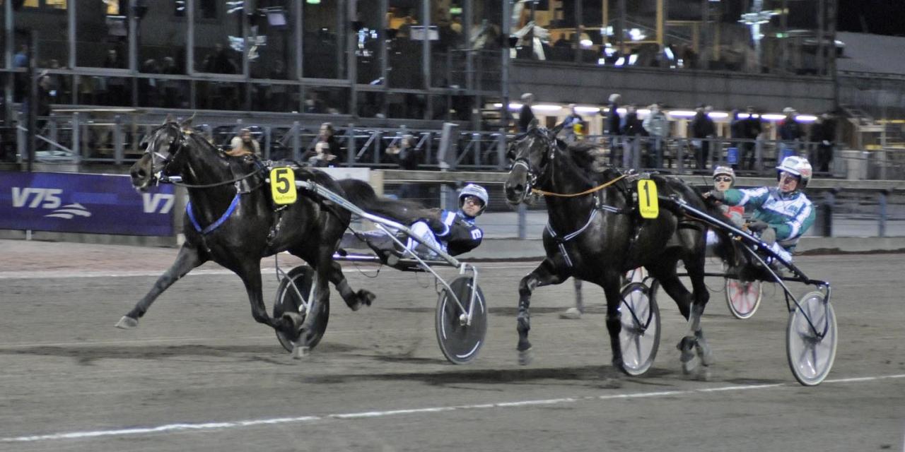 Trix On Line och Christoffer Eriksson krigade med knapp margibal ner invändige Mingait Tooma. Foto Göran Lindskog/Sidmakarn