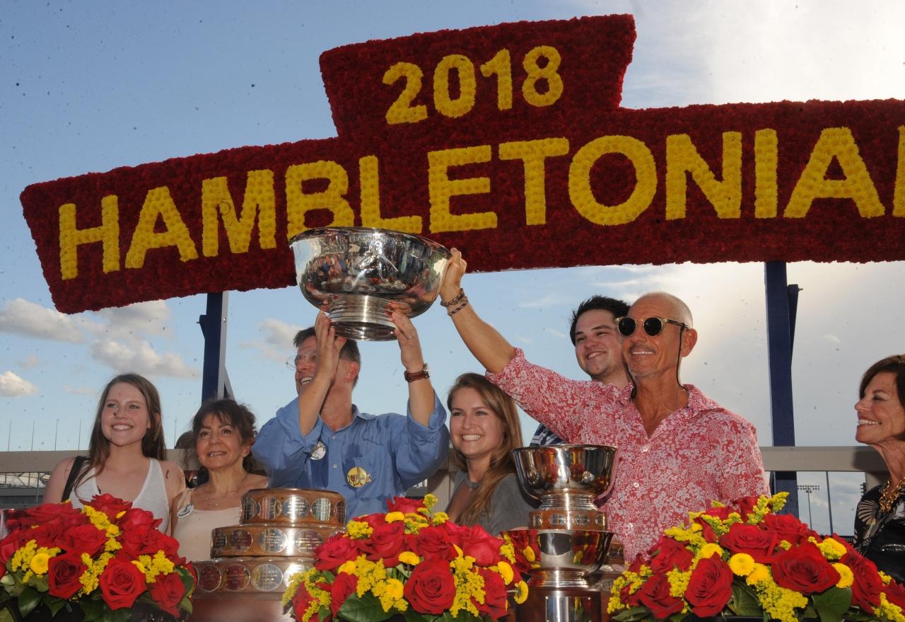 Glada miner efter Atlantas seger i Hambletonian. Nu säljs hästen på auktion sedan tränaren Rick Zeron