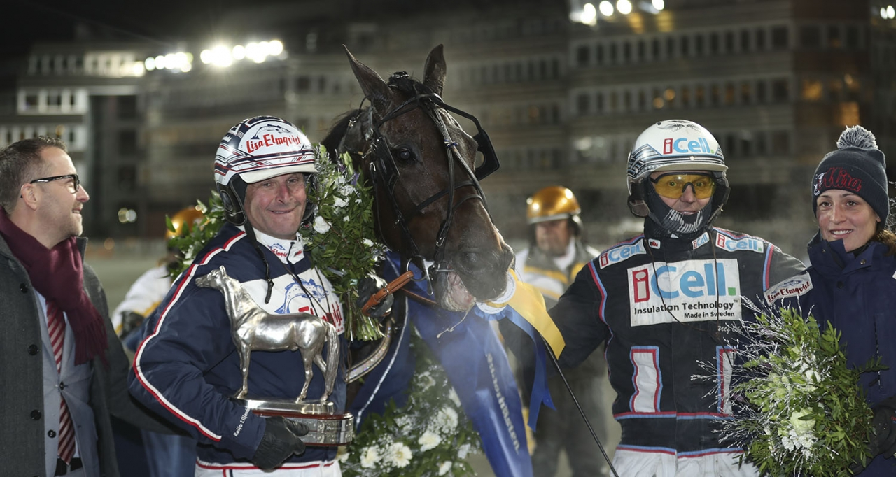 Nadal Broline, Reijo Liljendahl och Ulf Ohlsson efter en av många stora segrar. Nu har Liljendahl sagt upp sin stjärna. Foto Jeannie Karlsson/Sulkysport