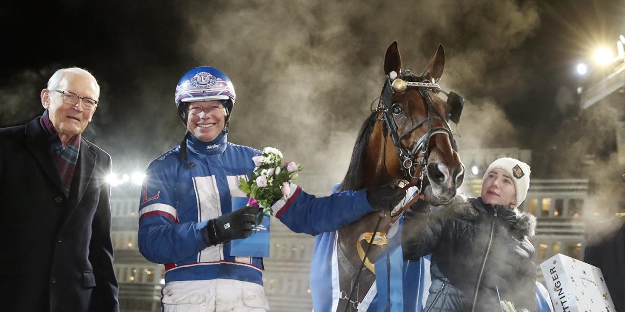 Gert Lindberg (t.v.), Jairo och Joakim Lövgren efter triumfen i gulddivisionens final. Foto Mia Törnberg