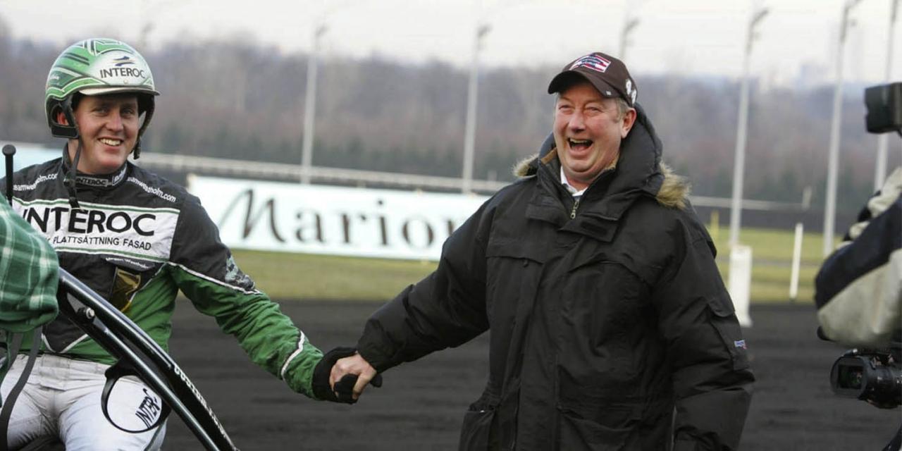 Göran Jerreholt gratulerar Jörgen Westholm till en seger på Vincennes för några år sedan. Foto Mia Törnberg/TR Bild