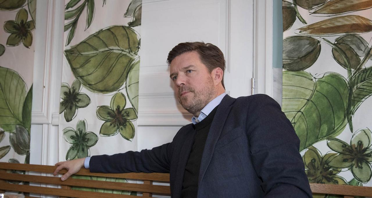 Solvalla ser över möjligheterna att förändra banans utseende. VD Jörgen Forsberg kan tänka sig en droppformad tävlingsoval. Foto Jeannie Karlsson