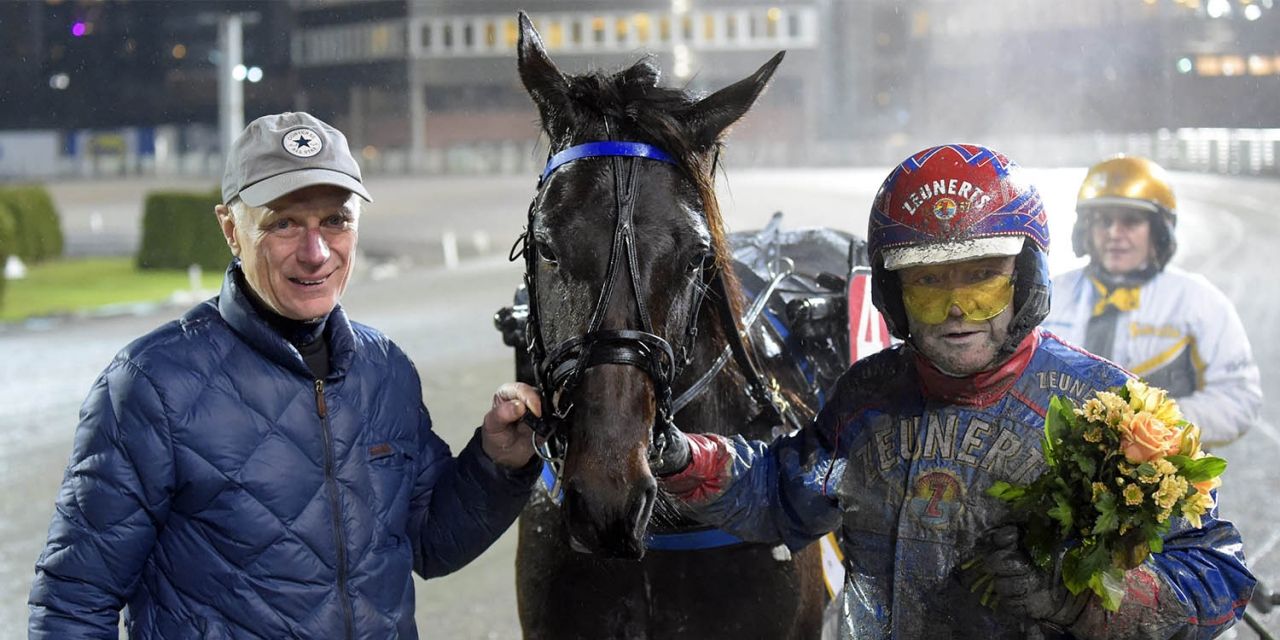 Belker flankerad av Stig H Johansson och Torbjörn Jansson. Foto Martin Langels/ALN