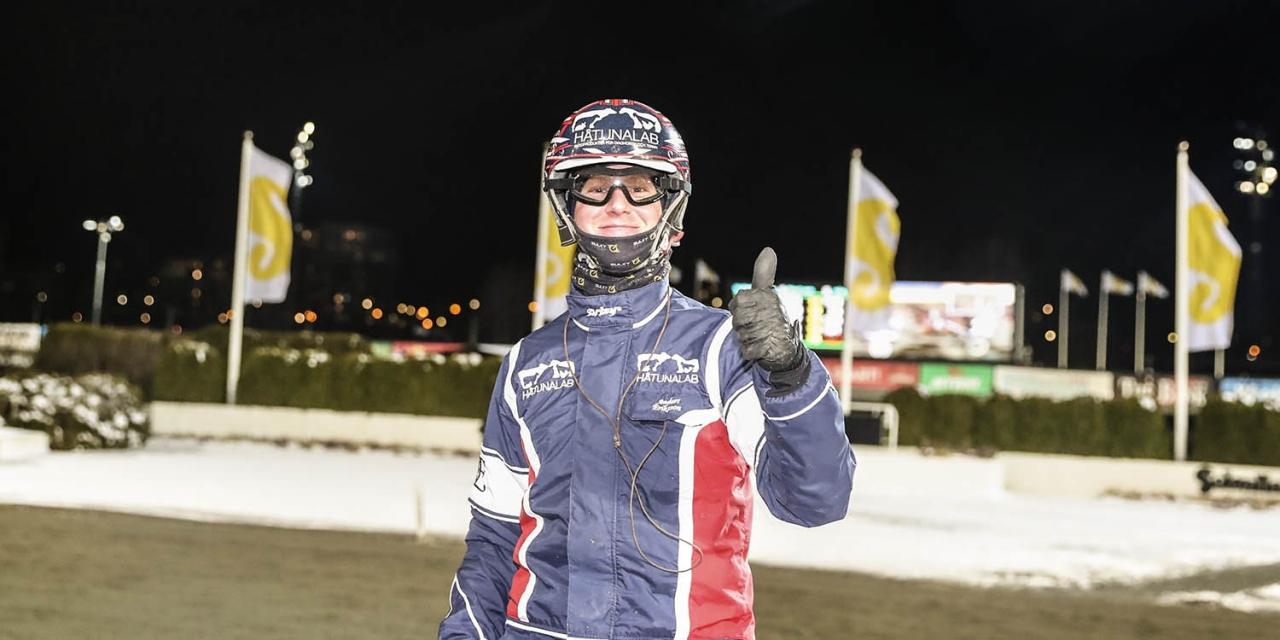 Anders Eriksson stod för en dubbel på Solvalla. Foto Mia Törnberg/Sulkysport