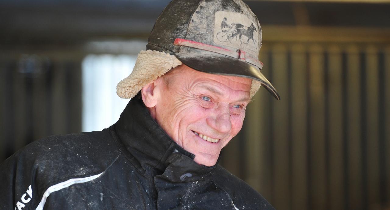 För en tid sedan meddelade Jan Norberg att han avslutar sin aktiva karriär. Igår avtackades han på Umåkers travgala Foto Simon Hagen/Stalltz.se