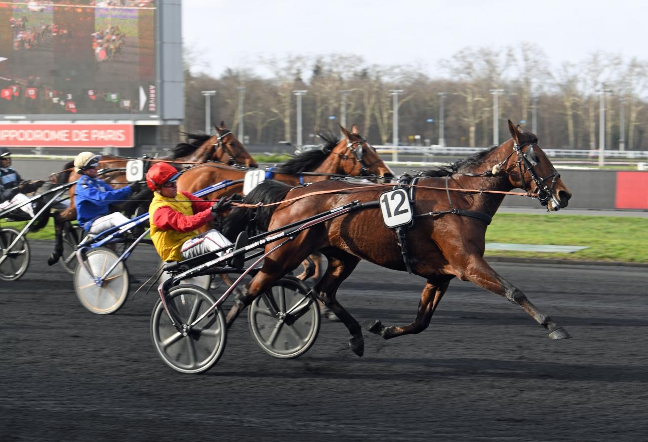 Tessy d'Ete vinner före Björn Goop-tränade I Love Paris och Robert Berghs Mindyourvalue W.F. Foto: Gerard Forni