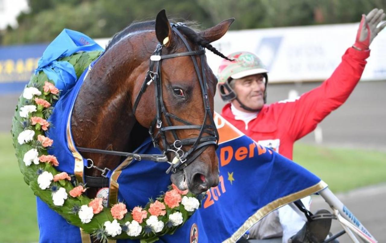 Steen Juil och Bvlgari Peak efter segern i Danskt Derby 2017