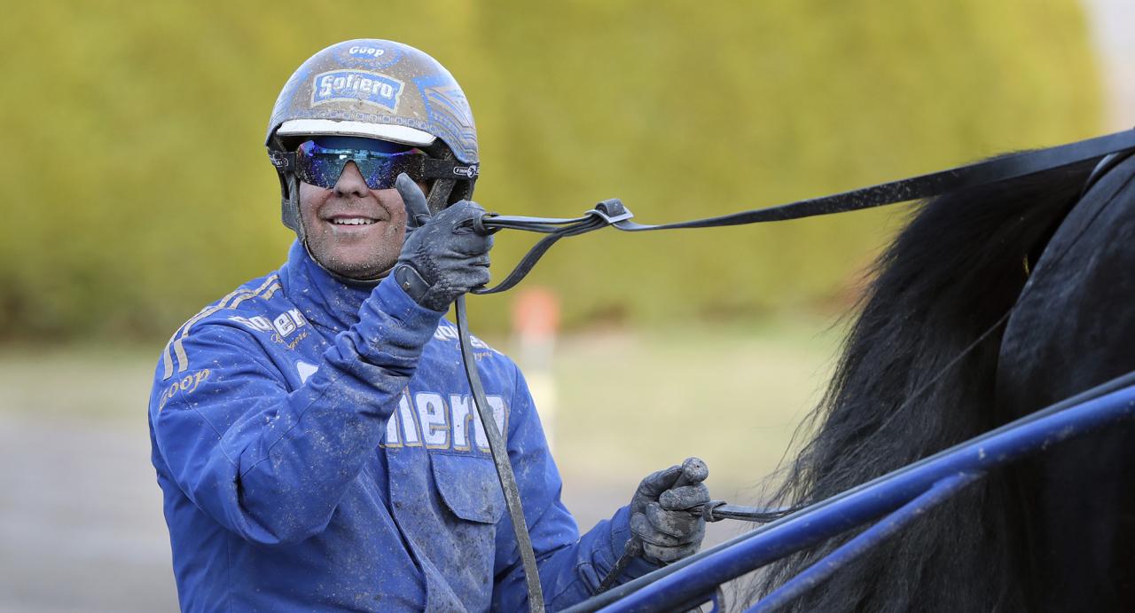 Björn Goop har en spännande lördag framför sig i Paris och har dessutom starthäst i försök till Italienskt Derby samma kväll i Rom. Foto Mia Törnberg/Sulkysport