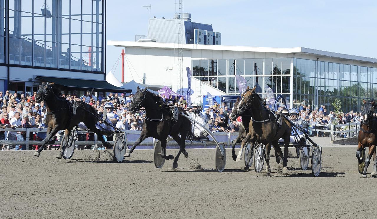 Slide So Easy och Flemming Jensen vid segern i Kalmarsundspokalen tidigare i år. Foto: Jörgen Tufvesson/ALN