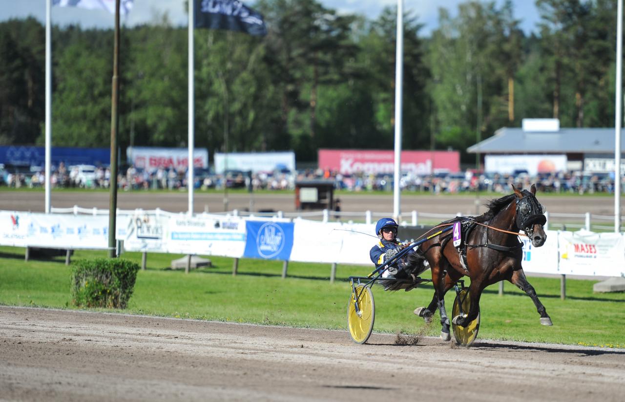 Milligan's School lekte med konkurrenterna i Rättvik på midsommardagen. Foto Simon Hagen