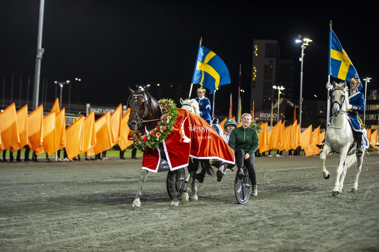 Who's Who, Örjan Kihlström och skötaren Jennie Ek fick ta emot publikens jubel. Foto Simon Hagen