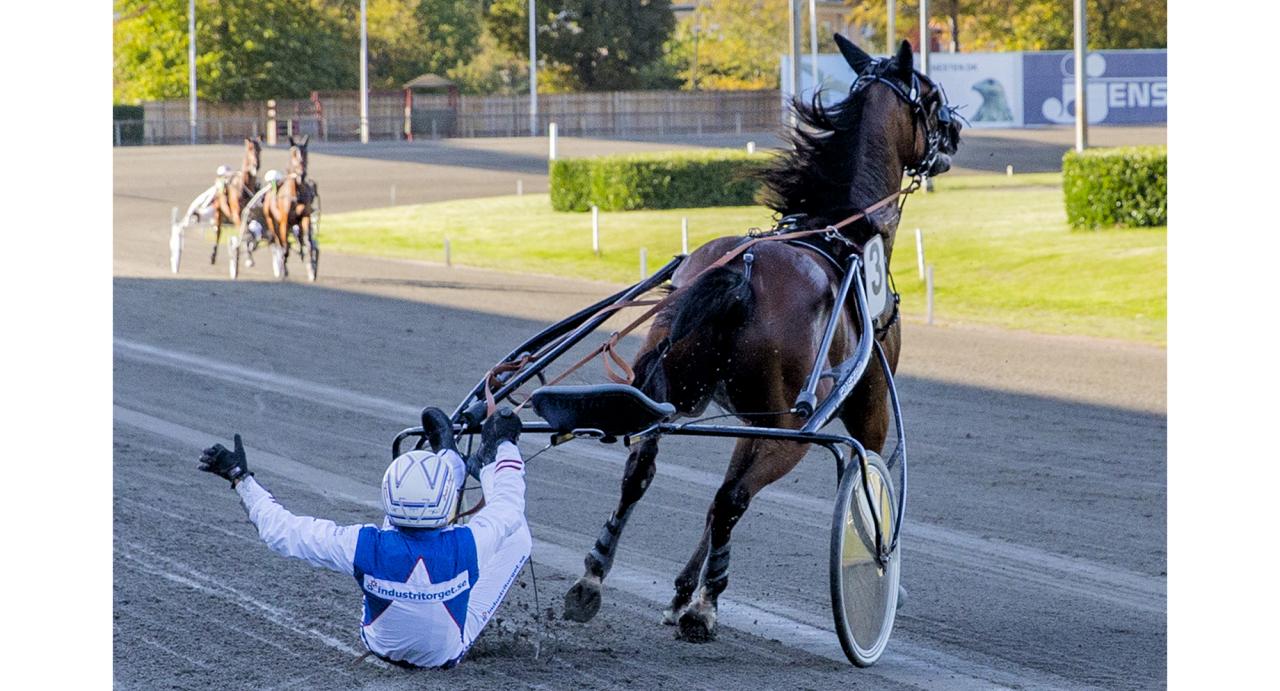Peter Ingves efter Enjoy the Coktails seger på Lunden igår. Foto Burt Seeger