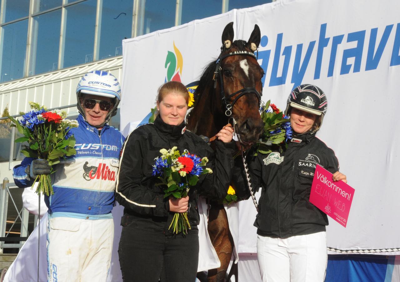Jorma Kontio, Elian Web och Katja Melkko efter segern i Paralympiatravet. Foto: Adam Ström/stalltz.se